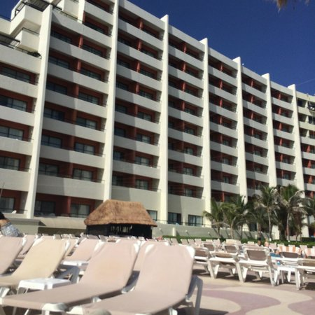 Crown Paradise Club Cancun : View from one of the pools