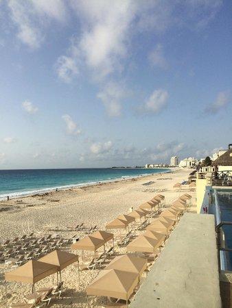 Crown Paradise Club Cancun : View down hotel zone