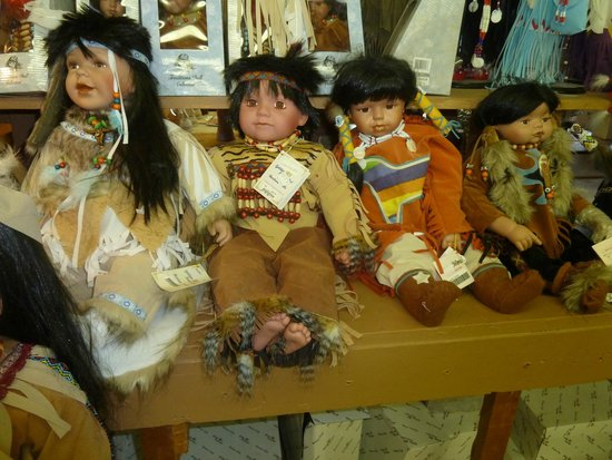 Bowlins Continental Divide Trading Post: Indian dolls