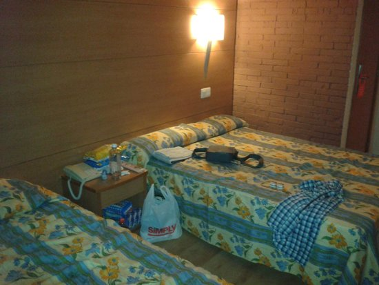 Golden Donaire Beach Hotel: Our room - clean and tidy and more modern than I thought!