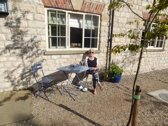 The White Swan Inn : relaxing outside our room