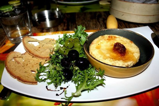 Mono Restaurant : Grilled grapes & fried local cheese with honeycomb!