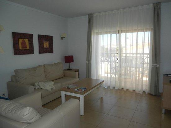 Sagres Time Apartamentos: living room
