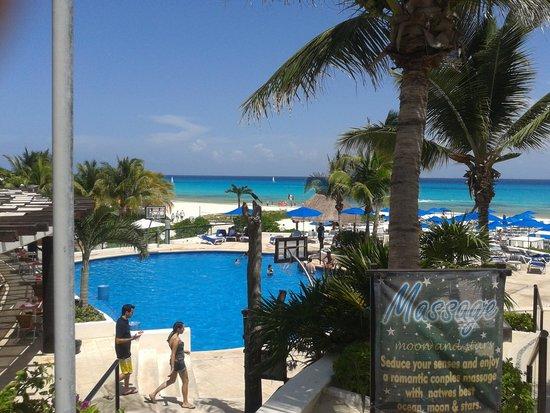 The Reef Playacar: piscina e mare