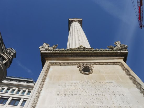 The Monument to the Great Fire of London: Looking up