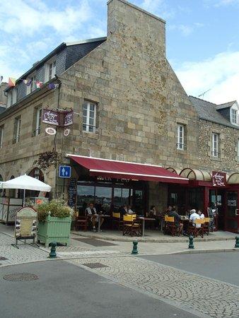 Auberge du Quai: A view of the restaurant