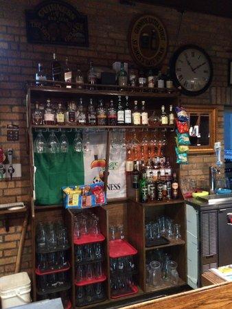 Bobby's Place: Back bar