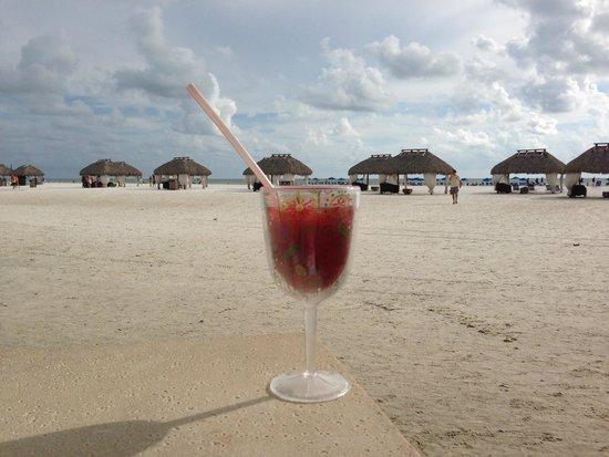 Marco Island Marriott Beach Resort, Golf Club & Spa : Frozen beverages in the sunshine