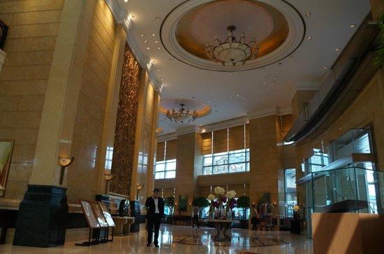 Four Seasons Hotel Shanghai: Foyer