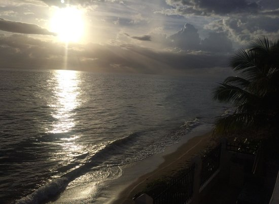 Tres Sirenas Beach Inn: The view from our suite
