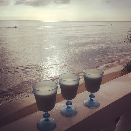 Tres Sirenas Beach Inn: Piña coladas (made from scratch in our own kitchenette)