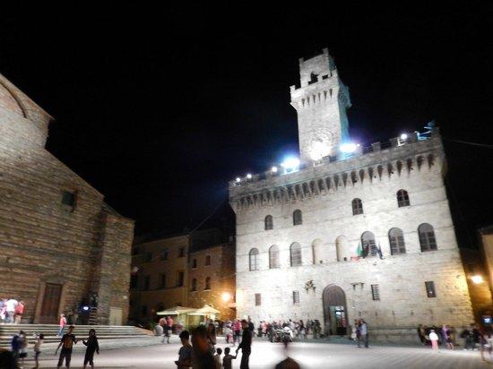 Piazza Grande a Montepulciano: Piazza grande di notte