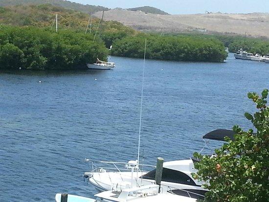 Aqua Marine Dive Center: smooth water in the harbor