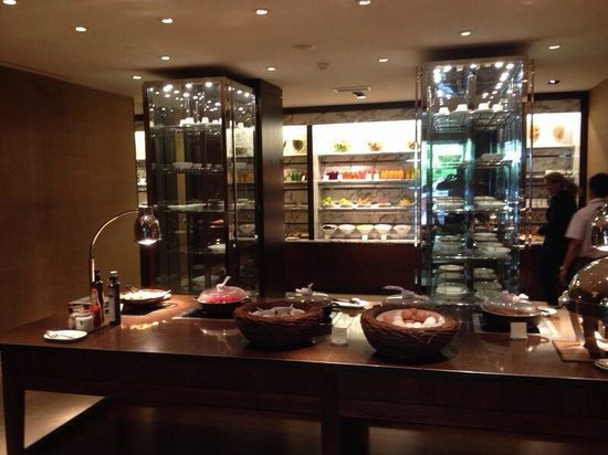 Hotel InterContinental Geneve : The most extensive breakfast buffet I have ever witnessed.