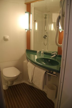 Ibis Lisboa Alfragide: lavabo