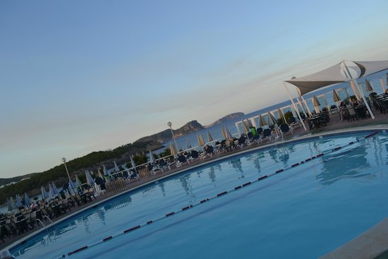 Fiesta Hotel Cala Nova: Morning pool