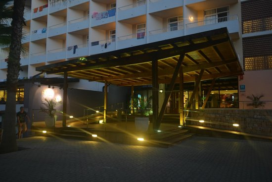 Fiesta Hotel Cala Nova: Front entrance