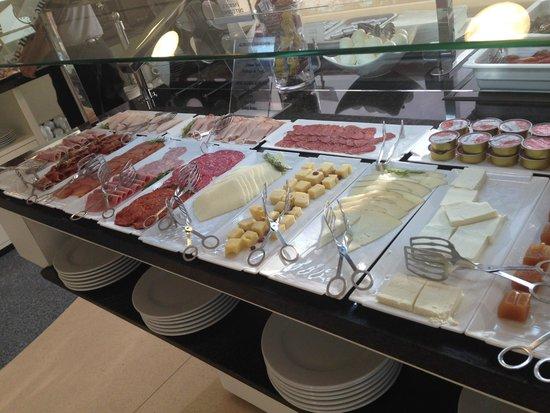 Hotel Spa Porta Maris & Suites del Mar: Breakfast - cheeses and cold meats
