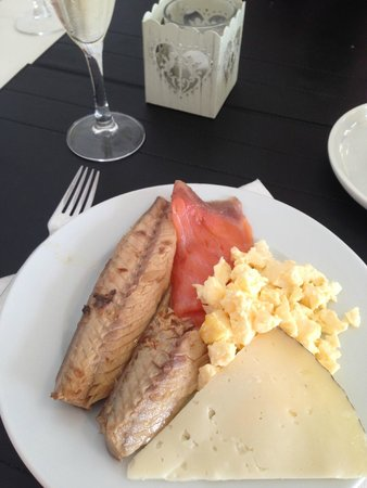 Hotel Spa Porta Maris & Suites del Mar: My breakfast first course…with a little Cava