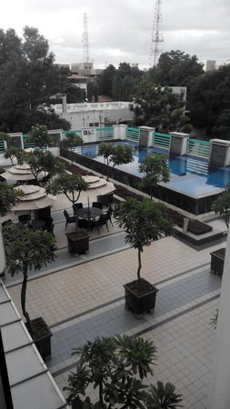 Radha Regent Bengaluru : Swiming Pool view from the room I stayed