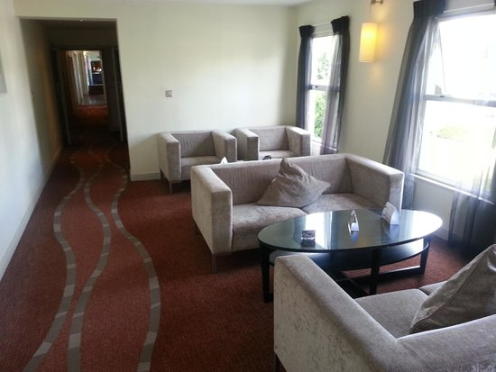 Sandymount Hotel: One of the sitting areas.