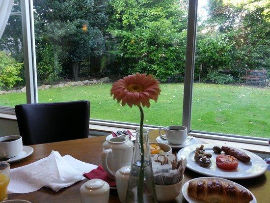 Sandymount Hotel: View from breakfast table