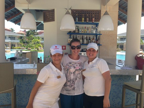 Paradisus Princesa del Mar Resort & Spa: Las chicas del bar de la piscina