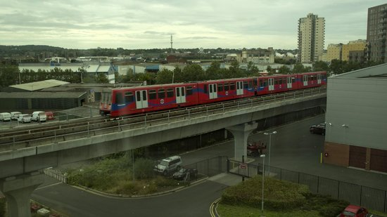 Travelodge London City Airport Hotel: grandstand view of the DLR from the room