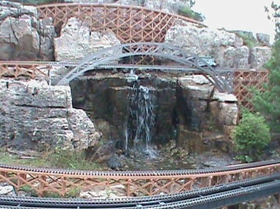 Taltree Arboretum and Gardens: Waterfall