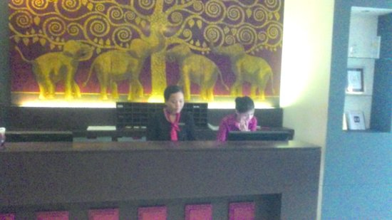 Memoire d' Angkor Boutique Hotel: 1階の受付です
