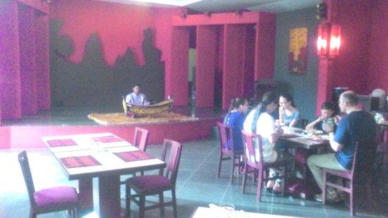 Memoire d' Angkor Boutique Hotel: 朝食のレストラン、木琴の生演奏付きです