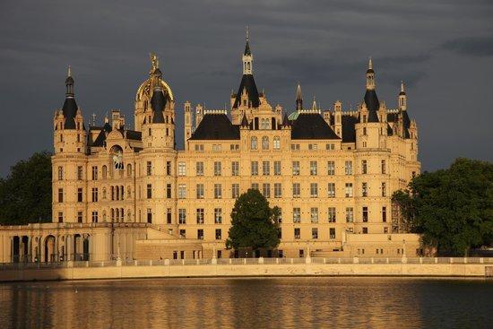 Schwerin Castle (Schweriner Schloss): Das schloss im Abendlicht