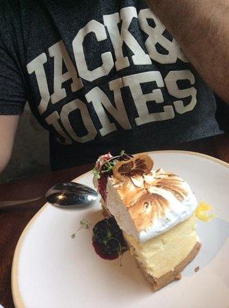 Jamie's Italian: lemon cheesecake...amazing!!!