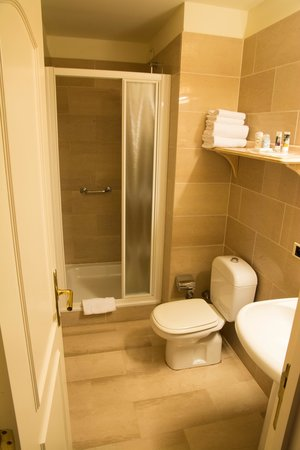 Quality Hotel Antwerpen Centrum Opera : bathroom