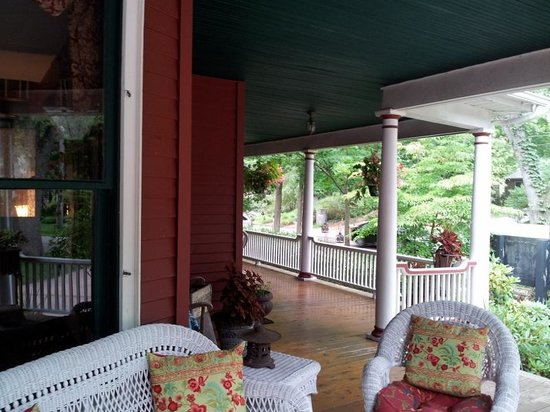 Sherwood Forest Bed and Breakfast: Part of wrap-around porch