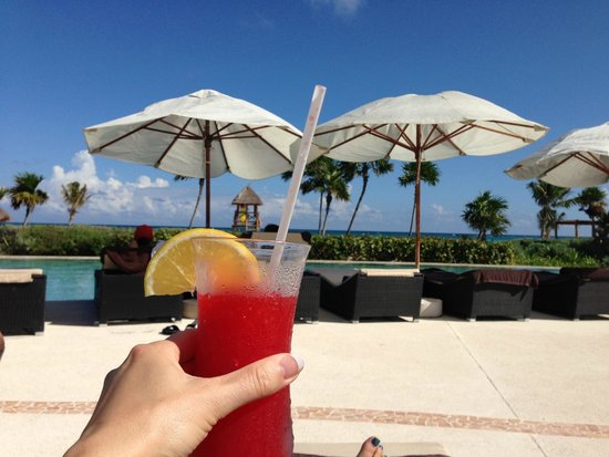 Secrets Maroma Beach Riviera Cancun: Loving the drinks poolside