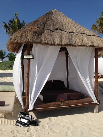 Secrets Maroma Beach Riviera Cancun: Beach bed