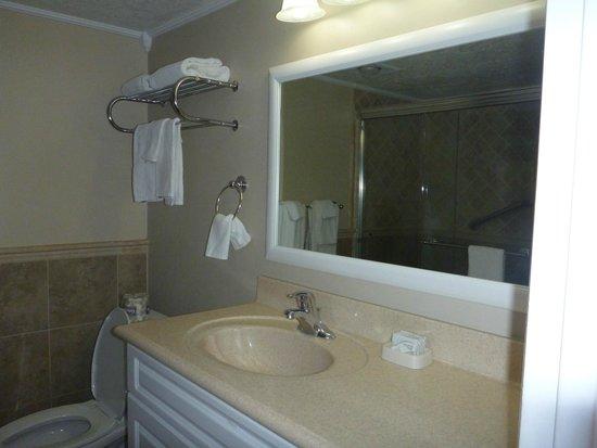 Jupiter Reef Club Resort: Spacious Bath