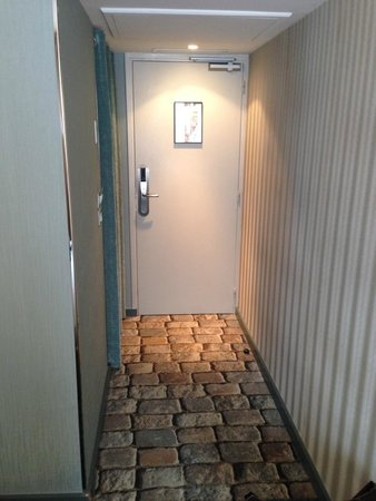 Hotel 7 Eiffel: Entrance to city room