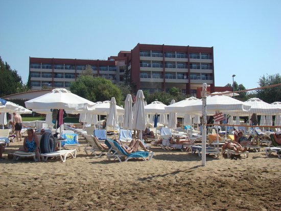 Hotel Side Bella Luna: La plage et l'hôtel