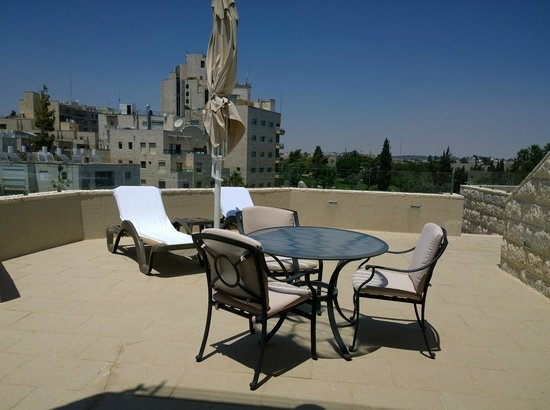 Inbal Jerusalem Hotel: Our 8th floor balcony