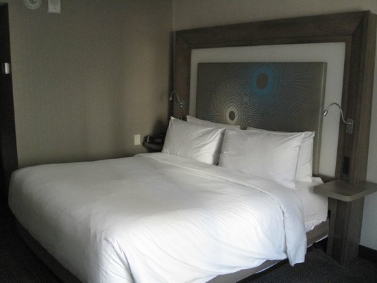 Novotel New York Times Square : Le lit