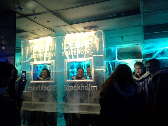 ICEBAR by ICEHOTEL Stockholm : banco bar