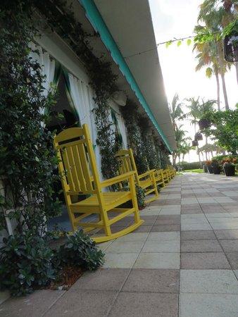 Kimpton Surfcomber Hotel : Abords de la piscine