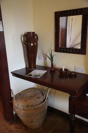 Kia Lodge – Kilimanjaro Airport: Art in Our Room