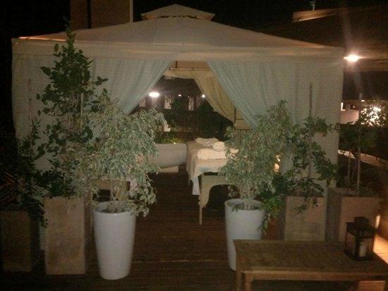 Brown TLV Urban Hotel: Spa Zelt auf der Dachterasse