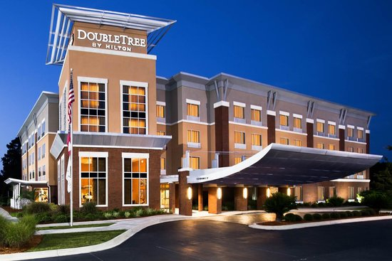 DoubleTree by Hilton Hotel Savannah Airport: DoubleTree Savannah Airport at Dusk