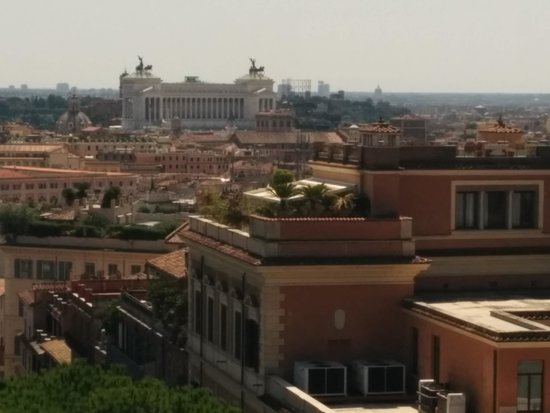 Hotel Ludovisi Palace: have lunch at hotel eden and enjoy the view