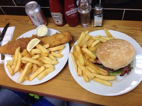 Baileys Fish and Chips: Buenísimo, grandes porciones, y muy barato !!! Merece la pena desplazarse, y así conoces el esta