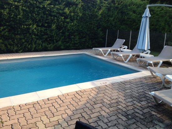 Logis Hotel des Cayrons: Hotel swimming pool